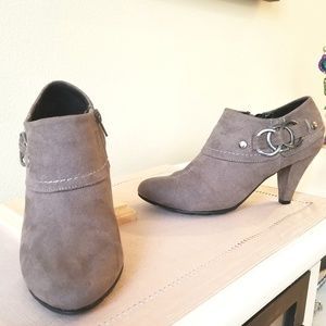 Ladies booties with heel